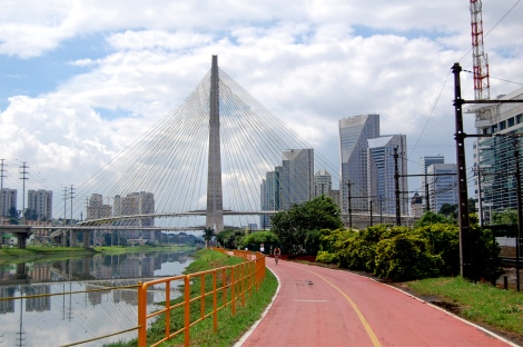The recently opened cycle lane along Pinheiros river
