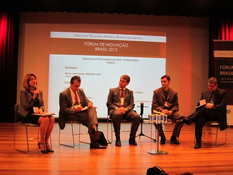 Maria Luísa Campos Machado Leal moderates a panel session on financing innovation projects